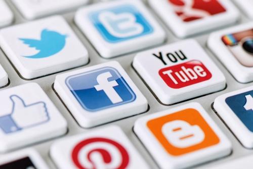 Utilice las redes sociales para ahorrar en el diseño de su website